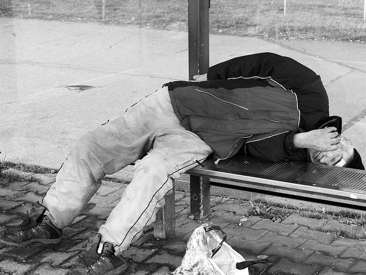 Wpływu uzależnień na bezdomność